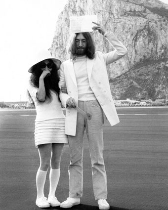 yoko-ono-wedding-dress